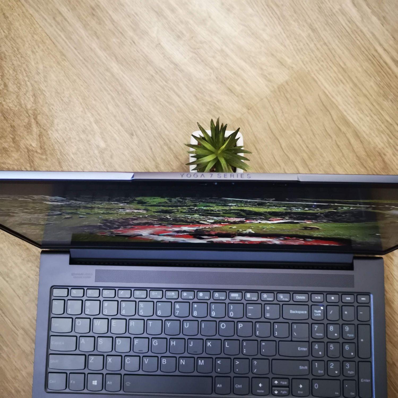 Lenovo Yoga Slim 7 kąt widzenia od góry