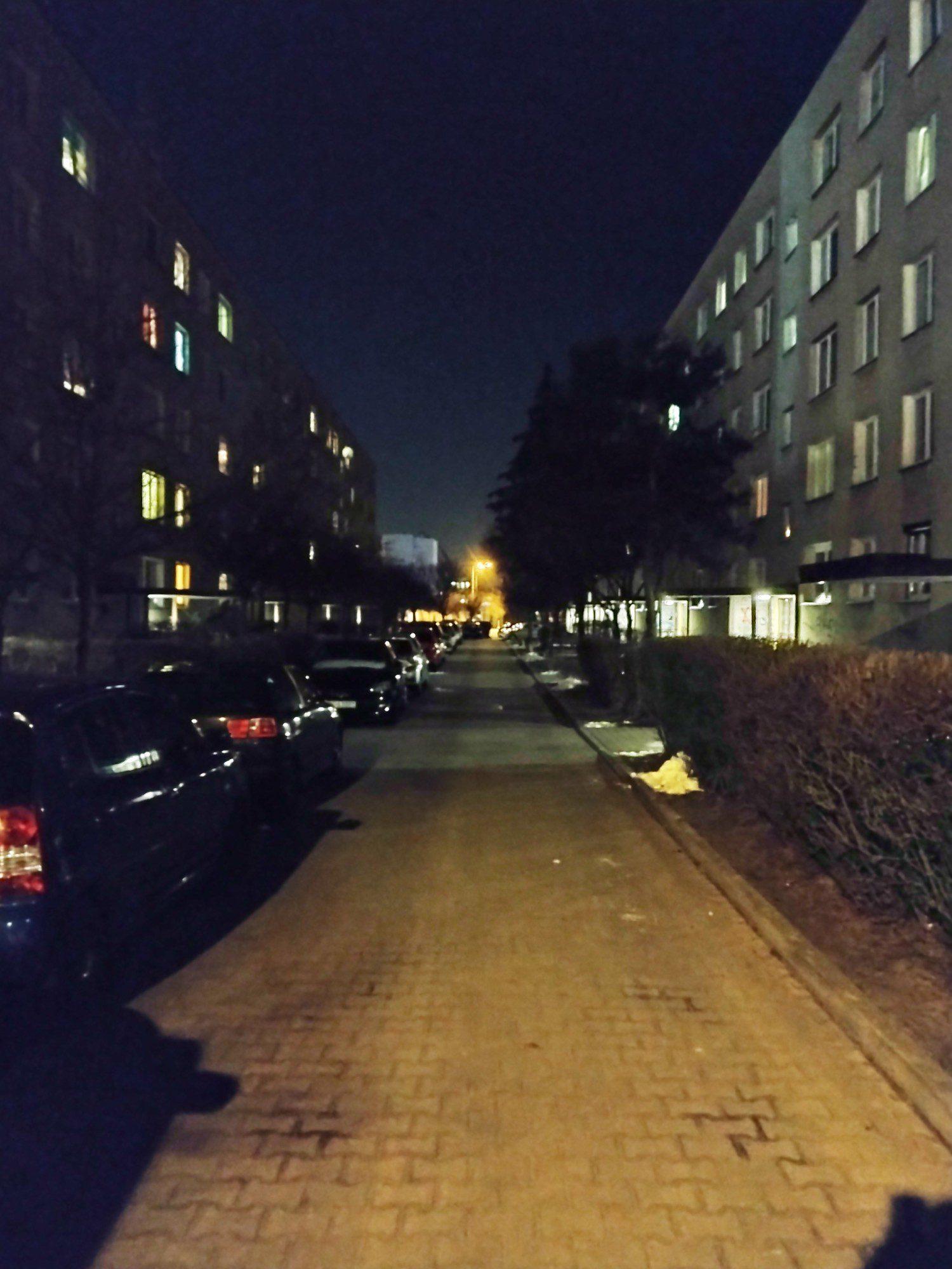 moto g30 zdjęcie nocne bloki