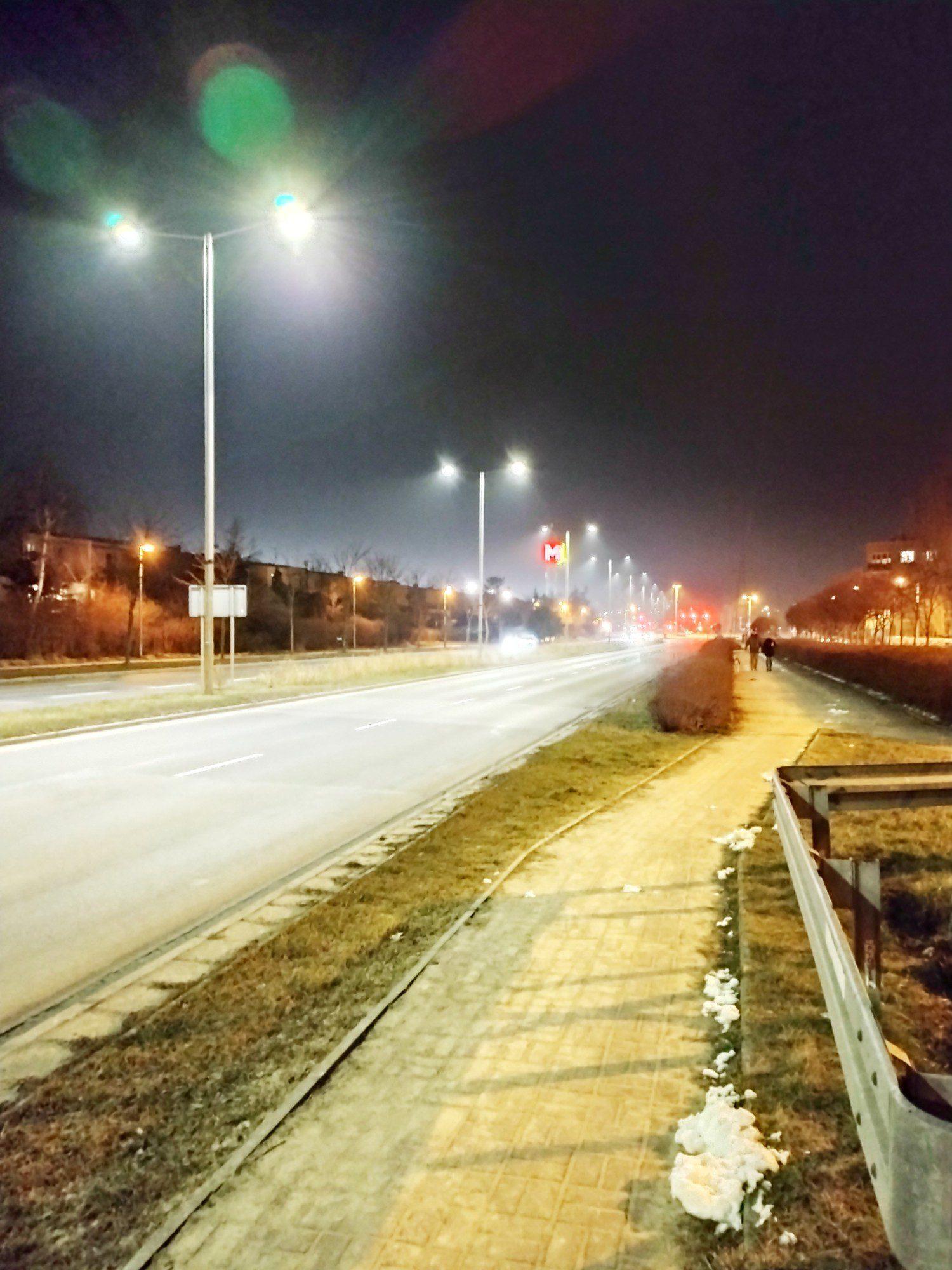 moto g30 zdjęcie nocne na ulicy