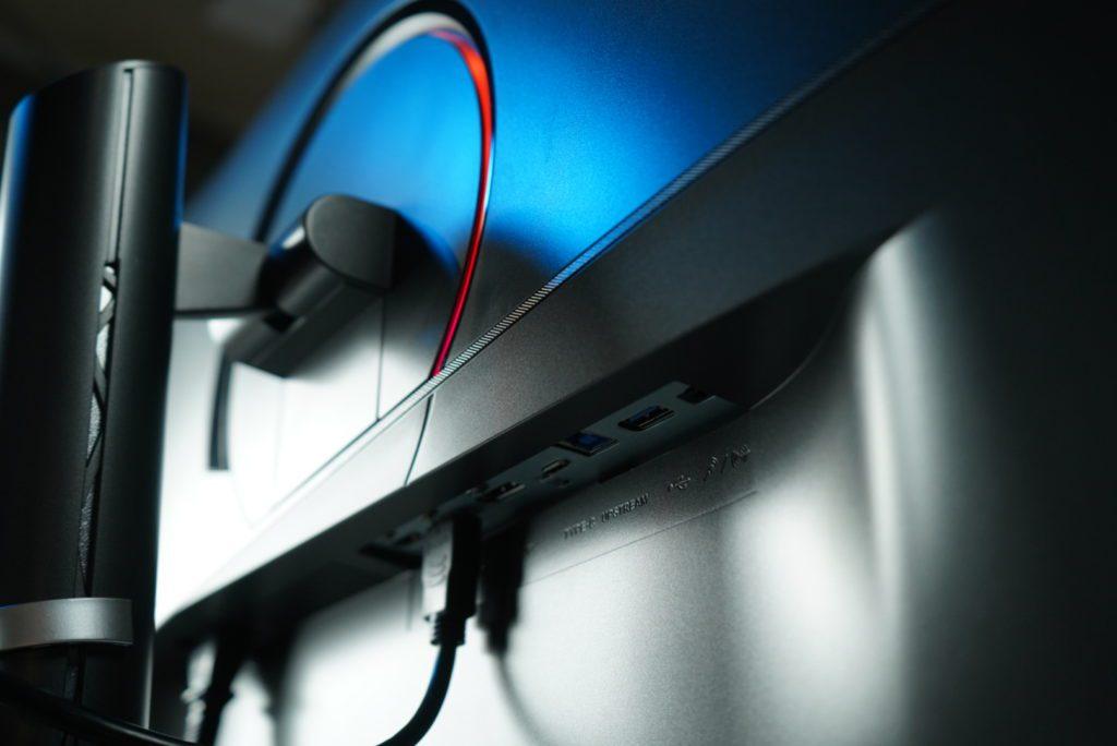 MSI Creator PS321QR porty