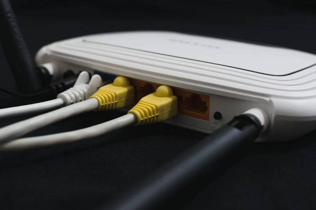 router Wi-Fi połączenia kablowe