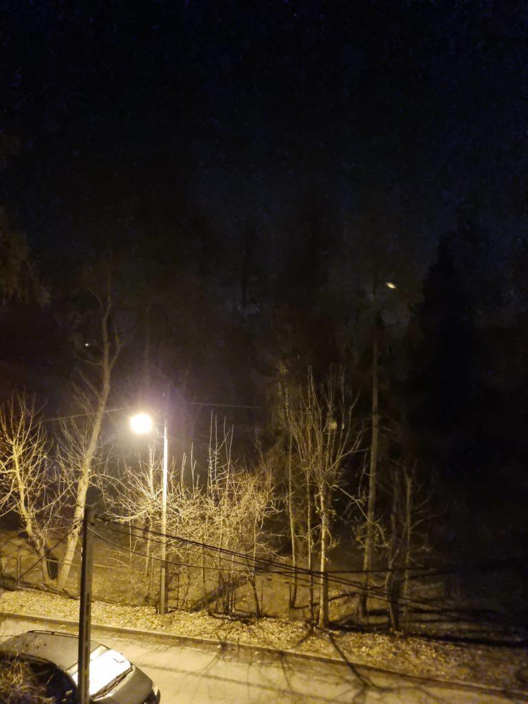 S21 nocne ulica auto