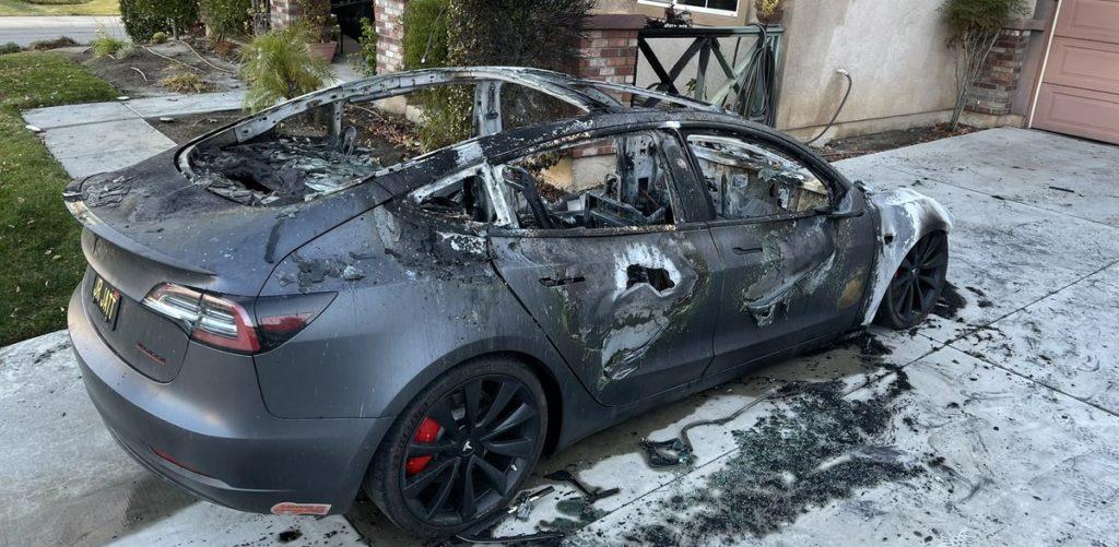 Spalona Tesla Model 3