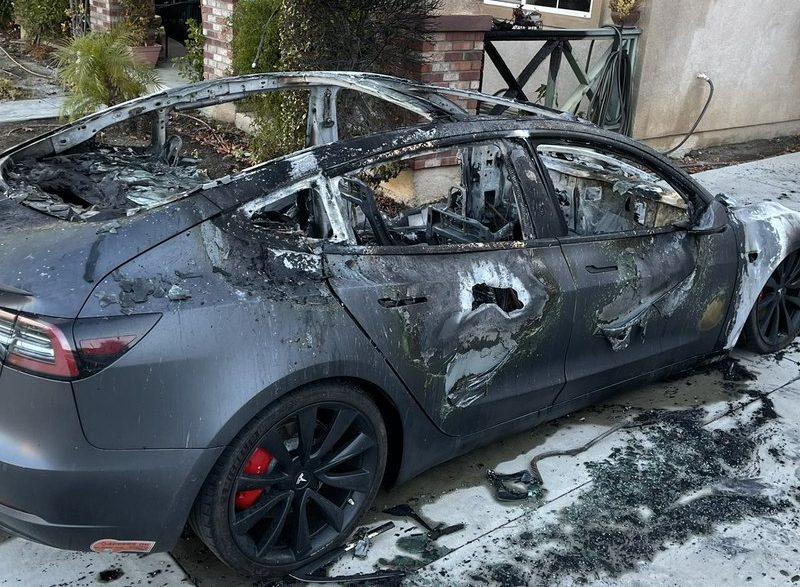 Tesla Model 3 spaliła się na parkingu. Firma Elona Muska się tym jednak nie interesuje