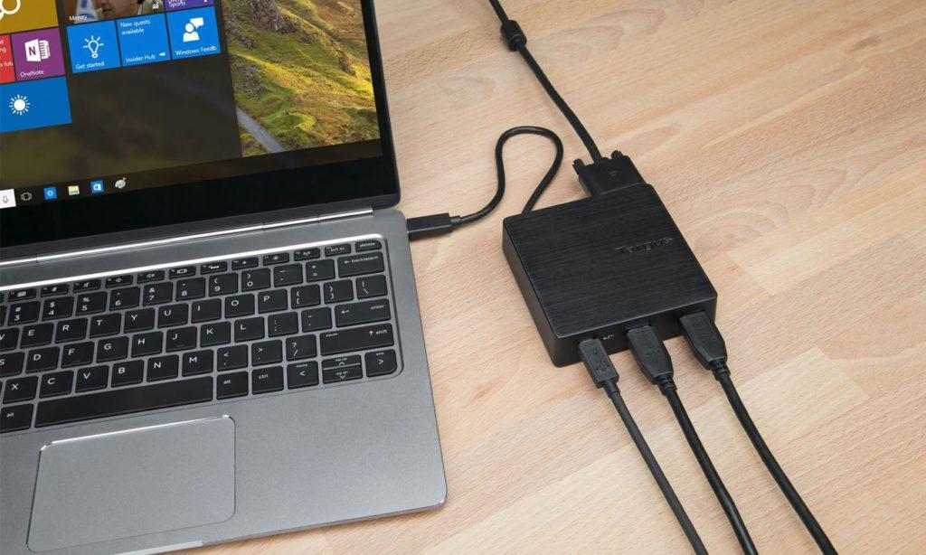Targus Travel Dock podłączony o komputera