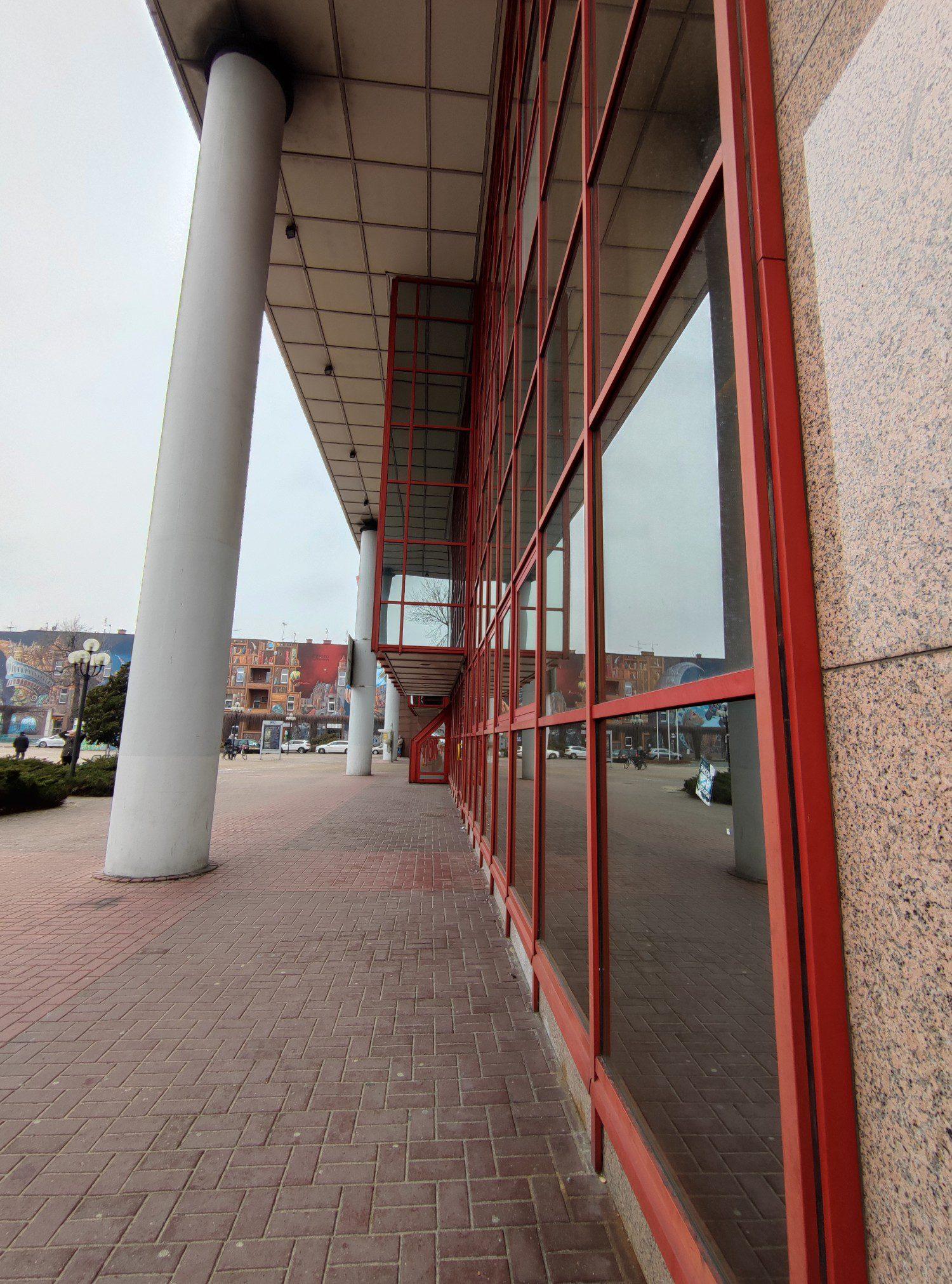dworzec zdjęcie szerokokątne Mi 11