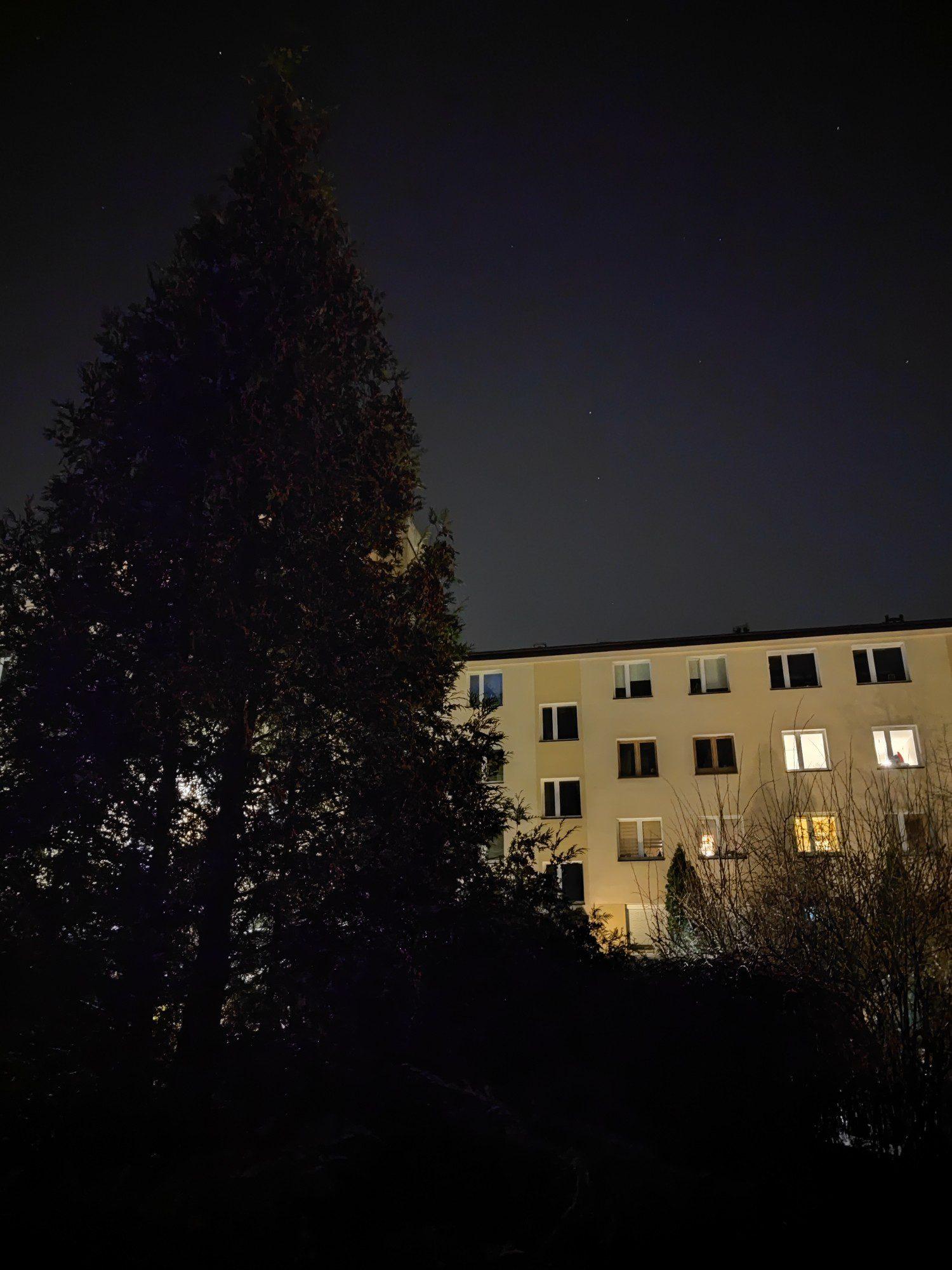 podwórko w trybie nocnym xiaomi mi 11