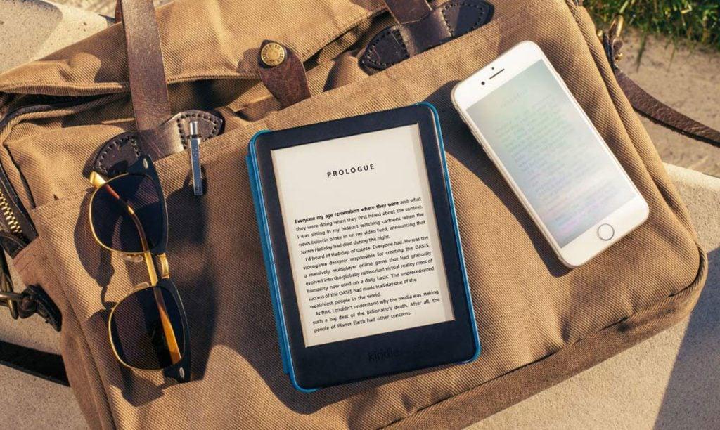 Czytnik obok Iphone i okularów