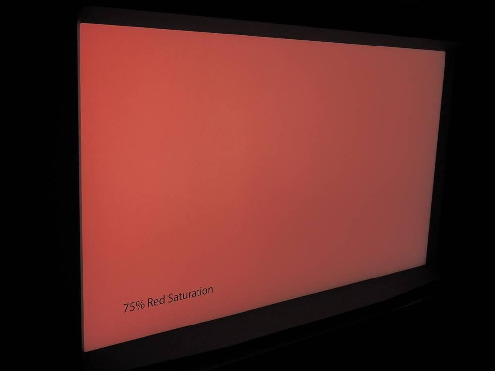 plansza z czerwienią nasyconą w 75% widziana pod kątem (kolor lekko blaknie)