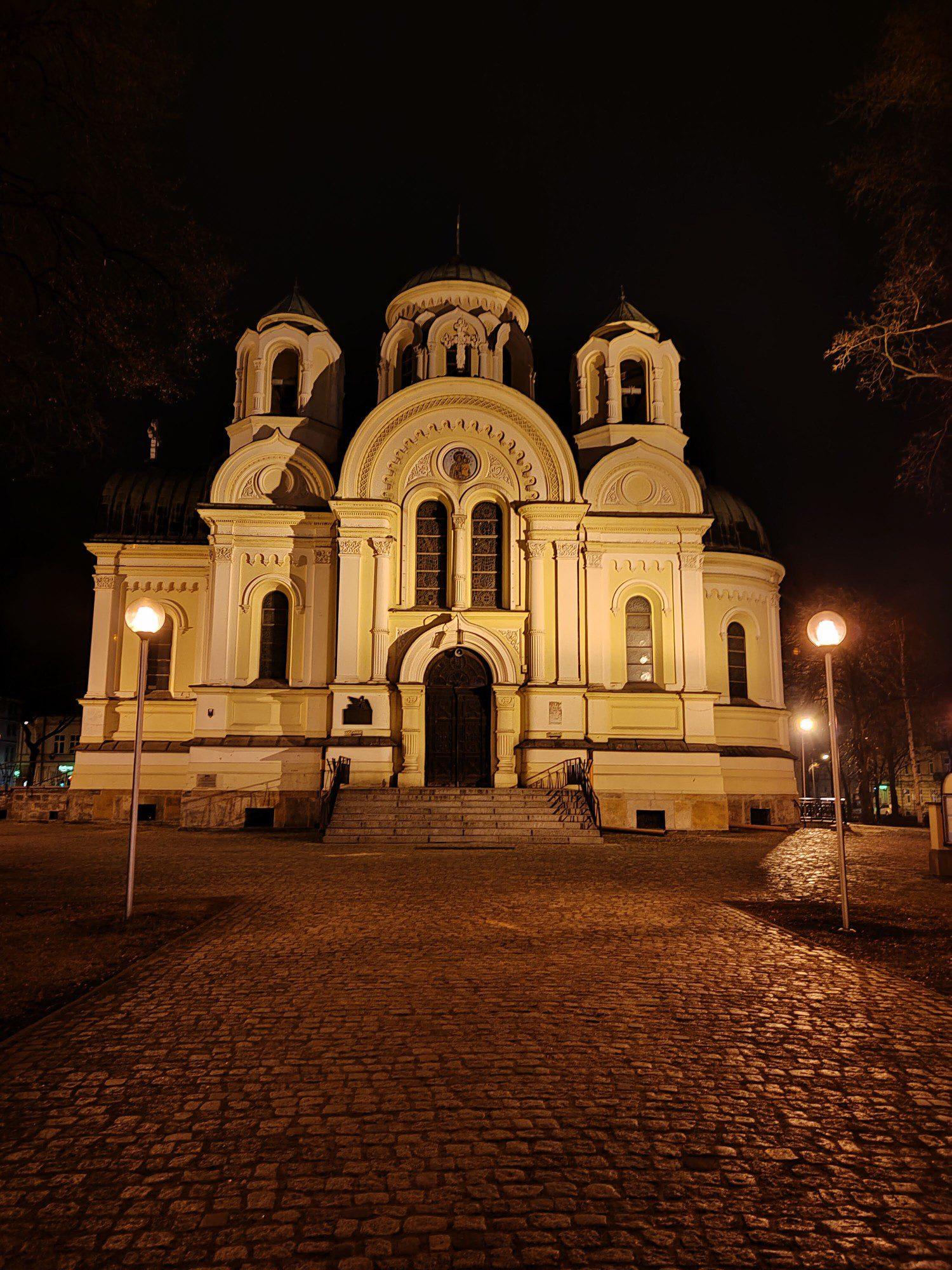 kościół zdjęcie tryb nocny realme 8 pro