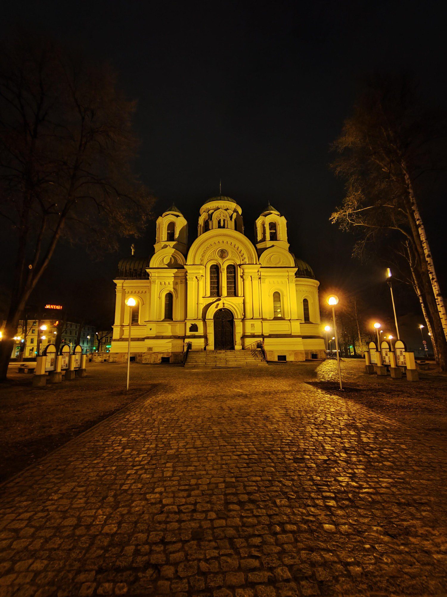zdjęcie szerokokątne w trybie nocnym realme 8 pro