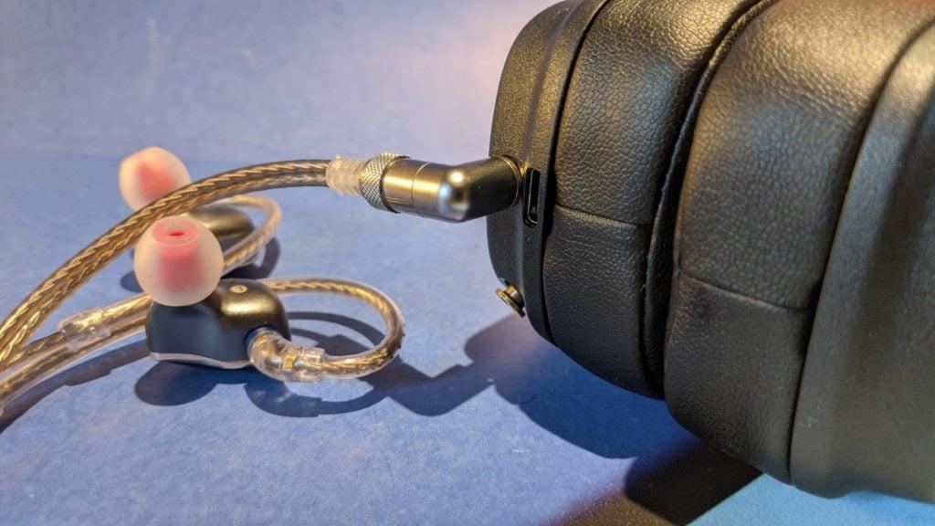 słuchawki Fiio FH5 podłączone do Marshalli Major IV