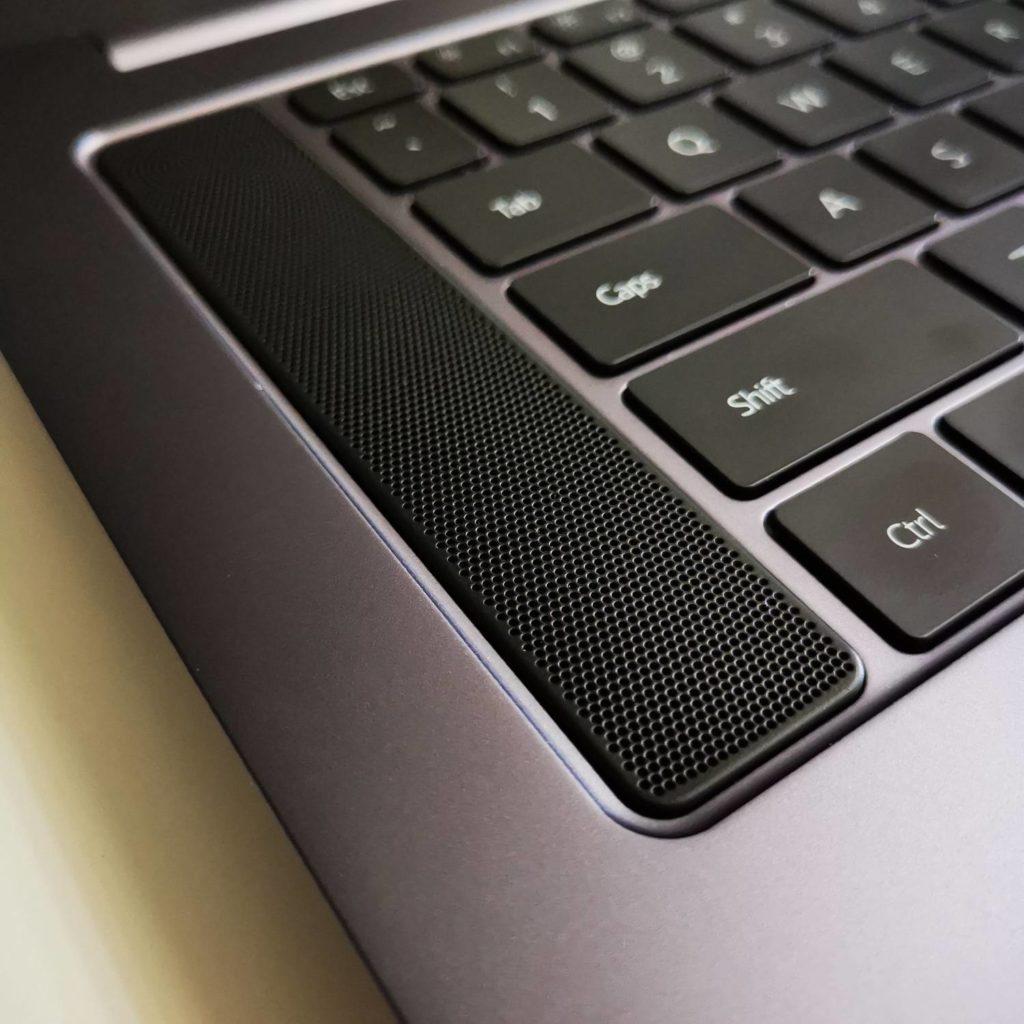 Huawei MateBook D16 głośnik stereo