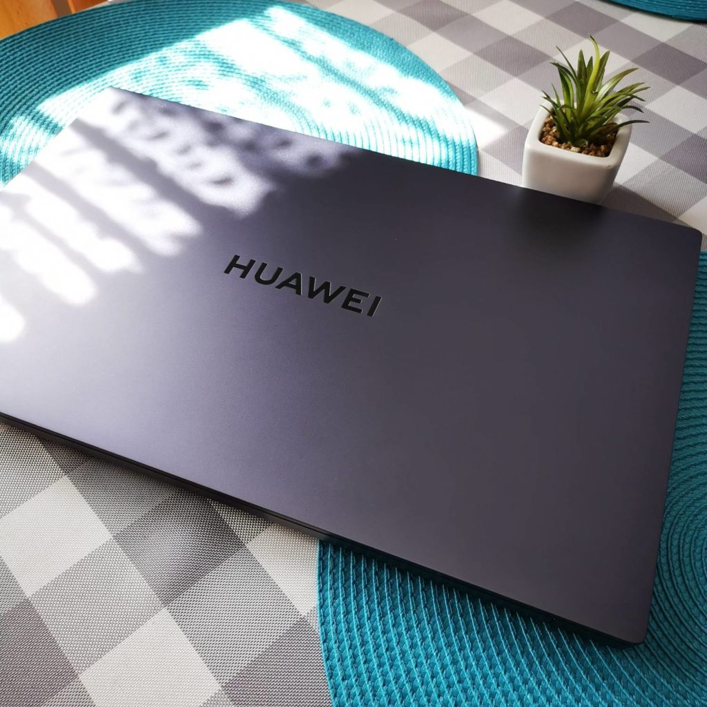 Huawei MateBook D16 aluminiowy korpus