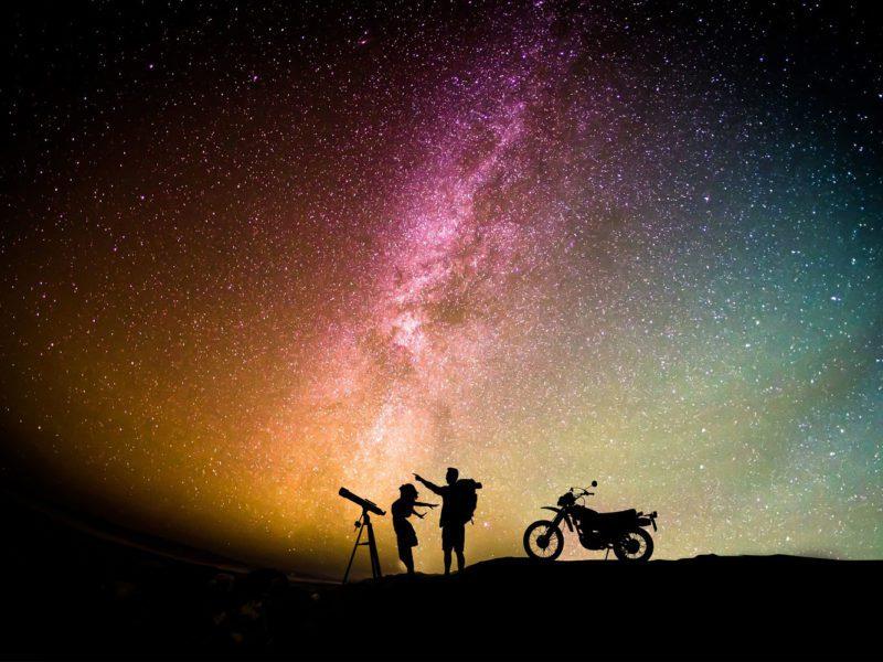 Przez soczewki do gwiazd, czyli kalendarz astronomiczny na rok 2021