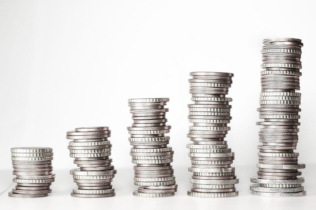 Piętrzące się monety, pieniądze