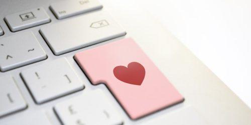 Tinder wprowadza nowe funkcje. Mają pomóc w randkowaniu online