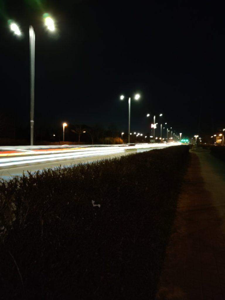 redmi note 10 pro zdjęcie z długim czasem ekspozycji w nocy