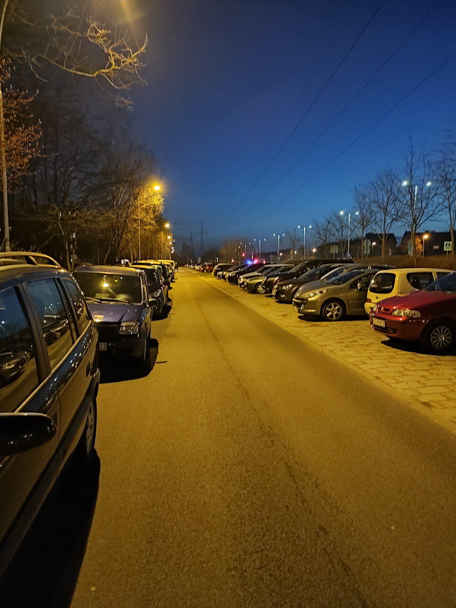 redmi note 10 pro zdjęcie nocne na ulicy