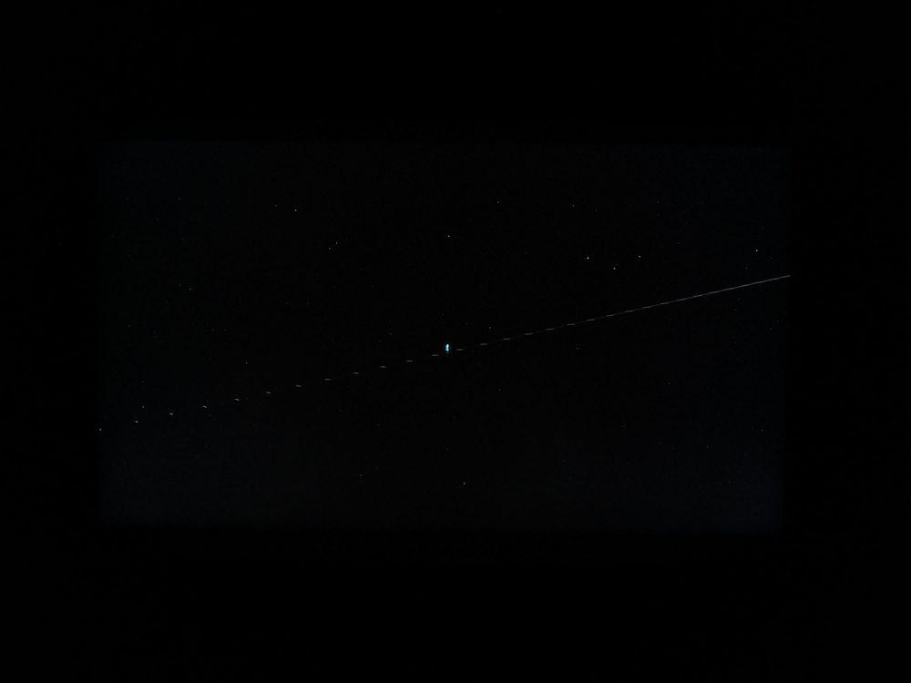 ciemny kadr z filmu animowanego soul na ekranie samsunga qe49ls01t