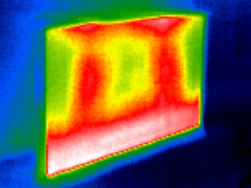 widok na ekran samsunga 43 the serif z kamery termowizyjnej
