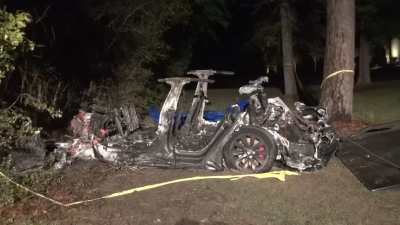 Śmiertelne ofiary wypadku samochodowego – winna Tesla?