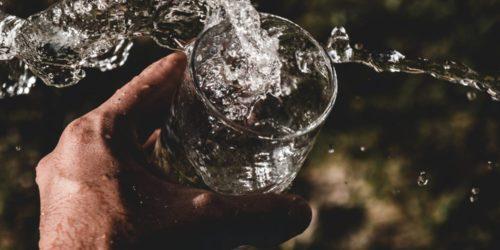 Koniec z wymówkami. Poznaj aplikacje, które przypomną Ci o piciu wody