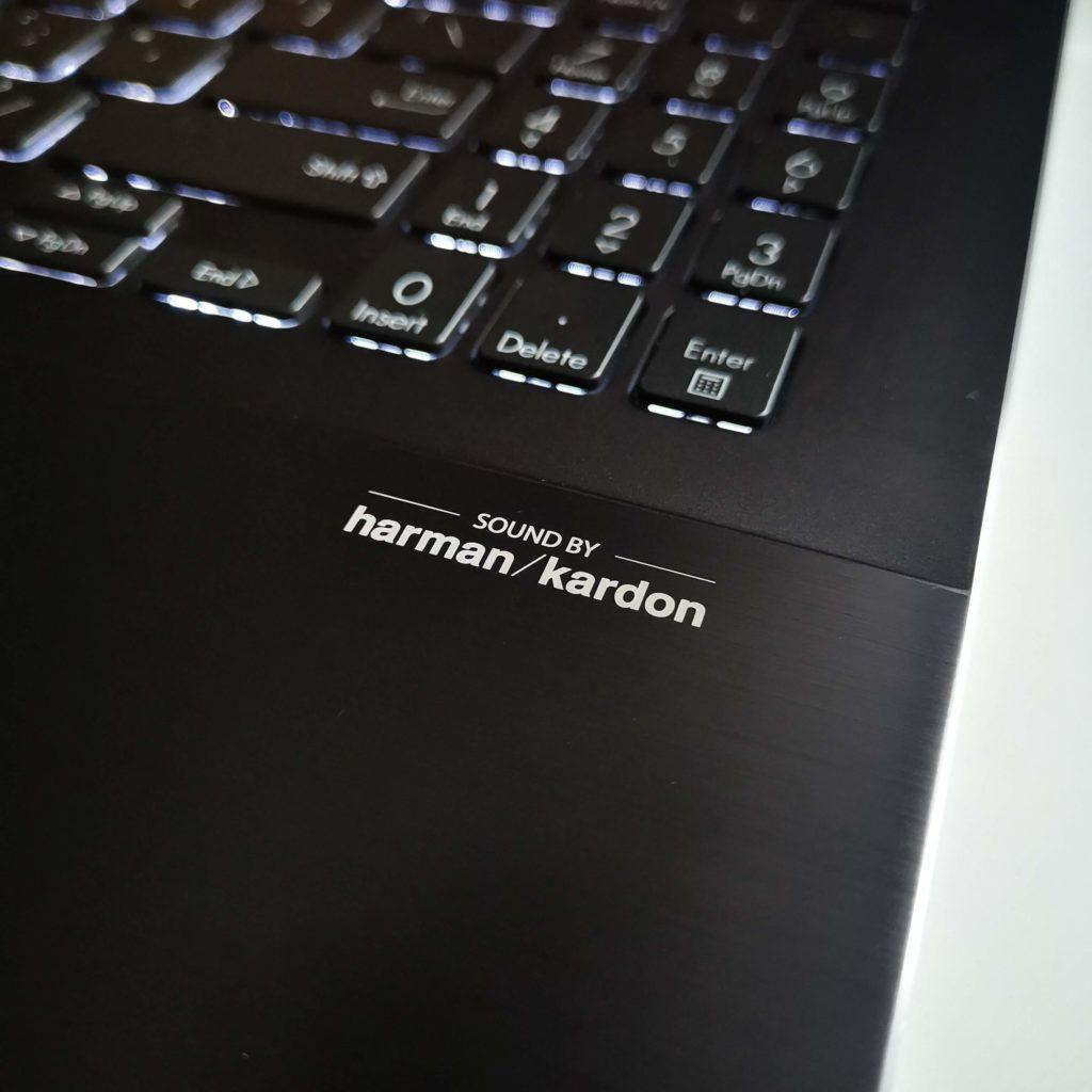 ASUS ZenBook Flip 16 UX564P harman kardon