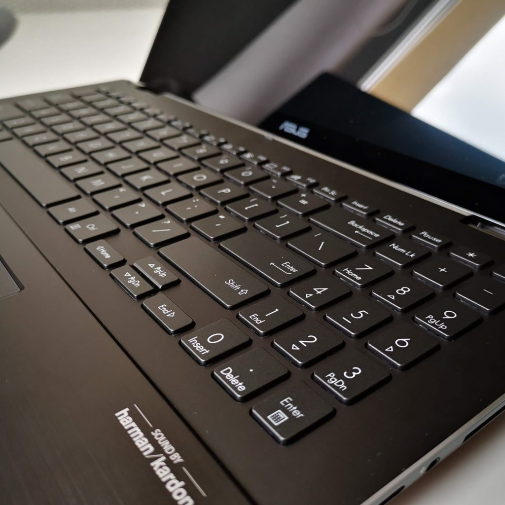 ASUS ZenBook Flip 16 UX564P klawiatura