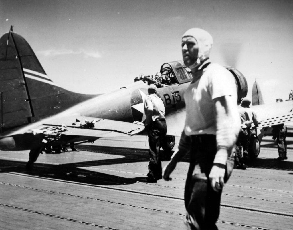 Douglas SBD-3 Dauntless przed startem