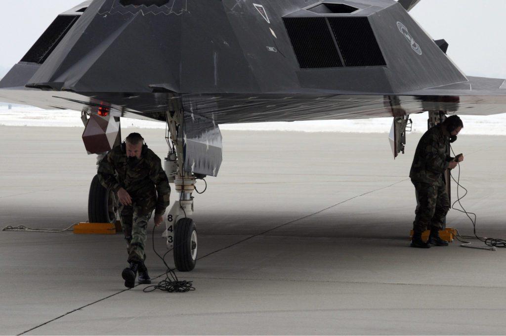 F-117 obsługa