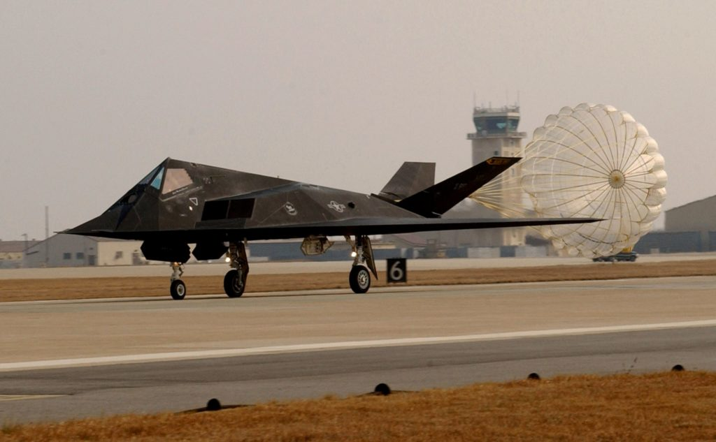 F-117 spadochron hamujący