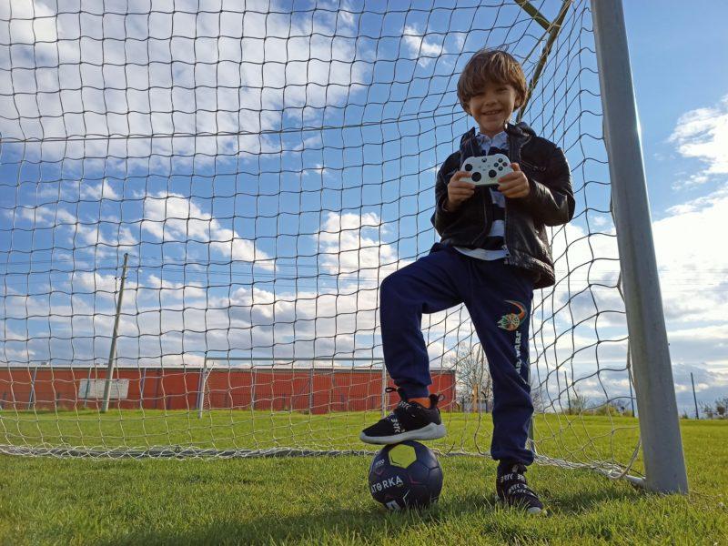 Edukacja małolata z FIFA 21 w Game Pass