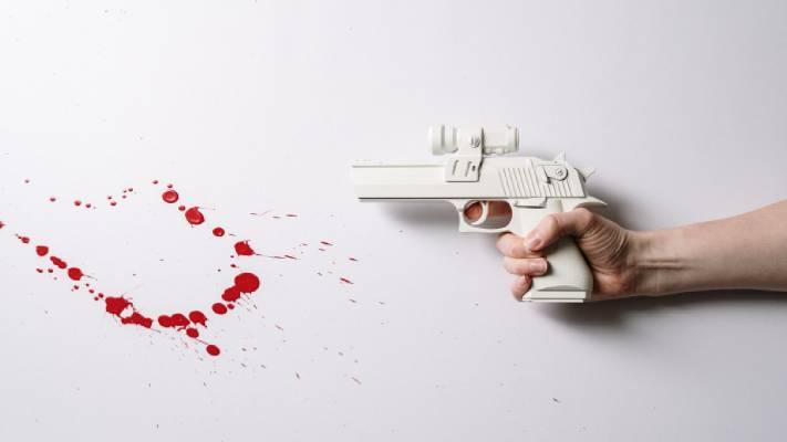pistolet i krew