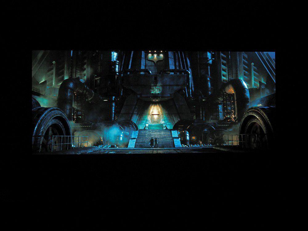 ciemna scena z filmu alita: battle angel na sony xr55a90j