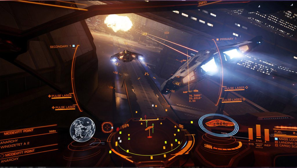 Elite Dangerous kokpit statku
