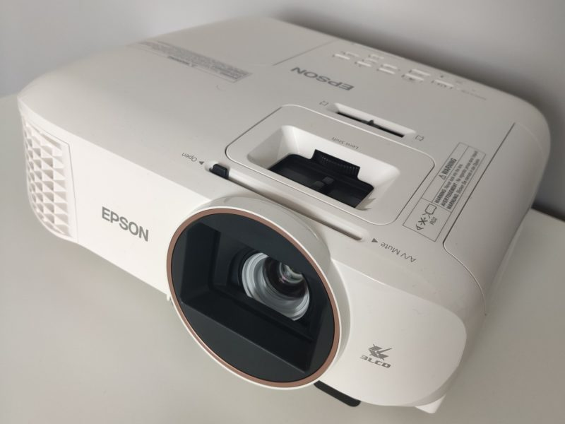Wskoczyłem na wyższy poziom oglądania seriali i filmów. Test i recenzja projektora Epson EH-TW5820