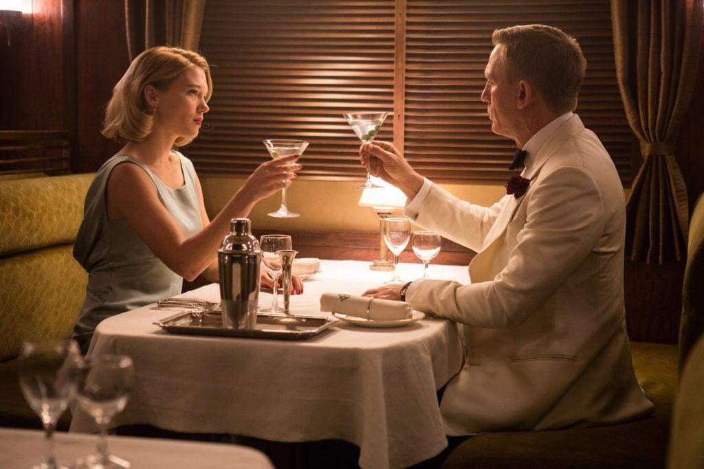 James Bond z Madelaine kolacja