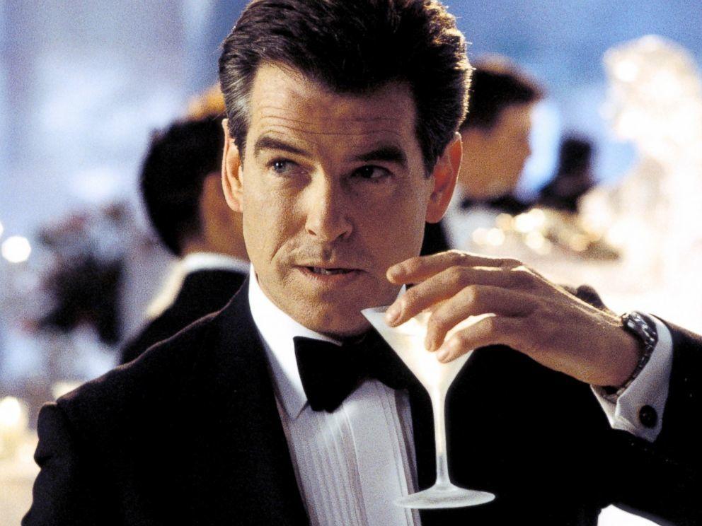 James Bond z drinkiem