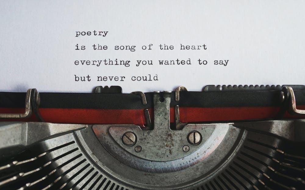 Poezja współczesna pisana maszyną do pisania