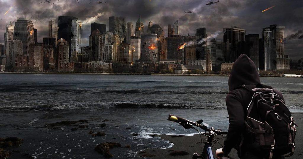 chłopak, rower i płonące miasto