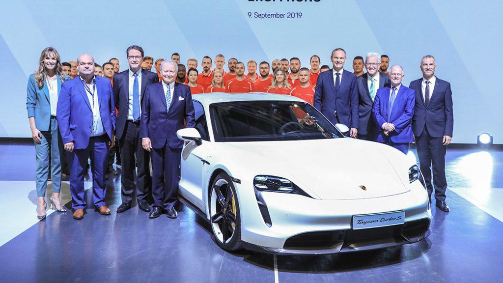 Pracownicy Porsche jeżdżą elektrycznymi autami