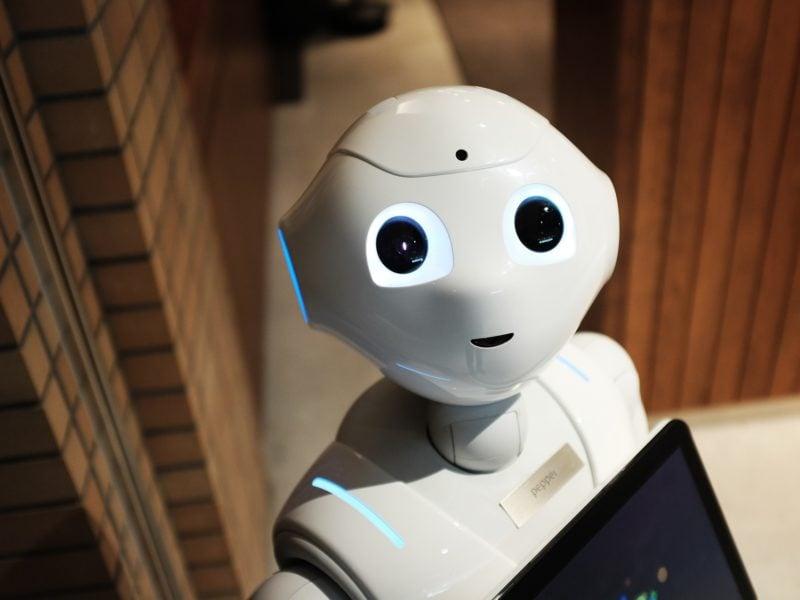 Uśmiechnij się! Naukowcy stworzyli robota, który odczytuje ludzką mimikę i reaguje na nią