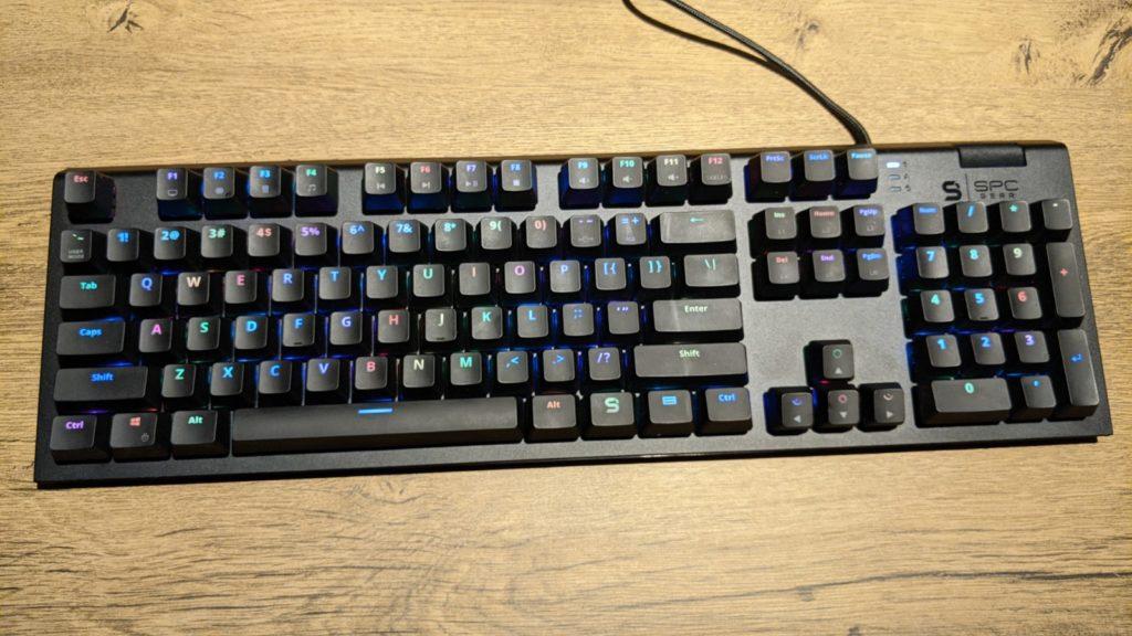 klawiatura SPC gear GK650K widziana z góry