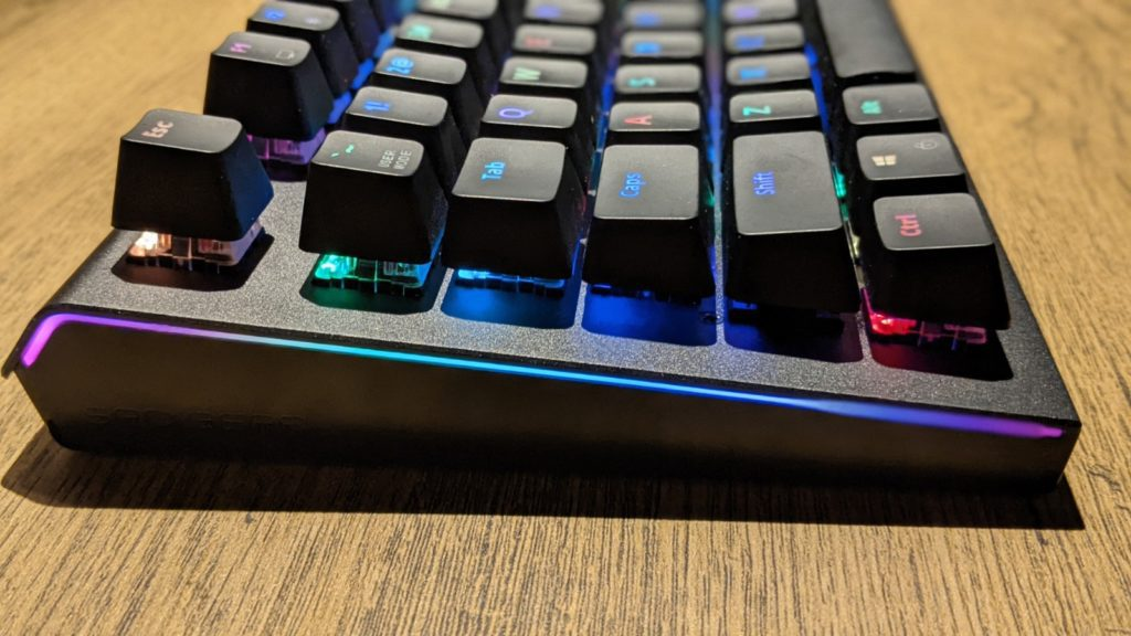 wygląd klawiatury mechanicznej SPC Gear GK650K