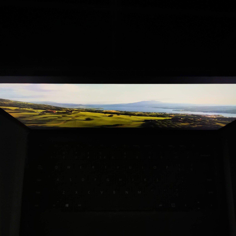 Surface Laptop 4 kąt patrzenia góra