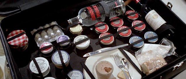 walizka Bonda jedzenie kuchnia Jamesa Bonda