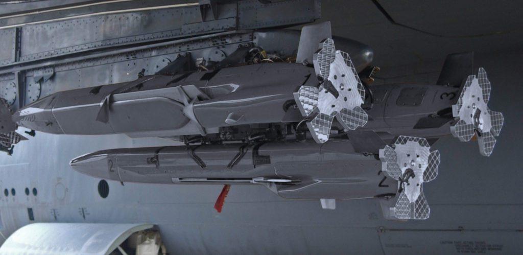 MALD podwieszony pod B-52H