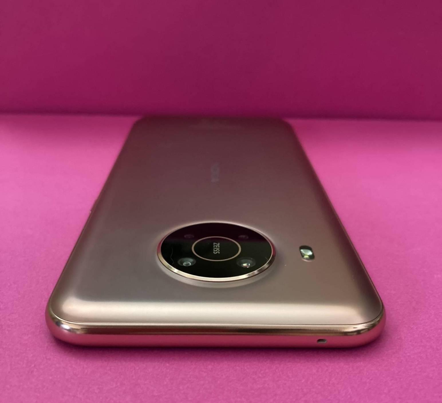 Nokia X20 tył przód