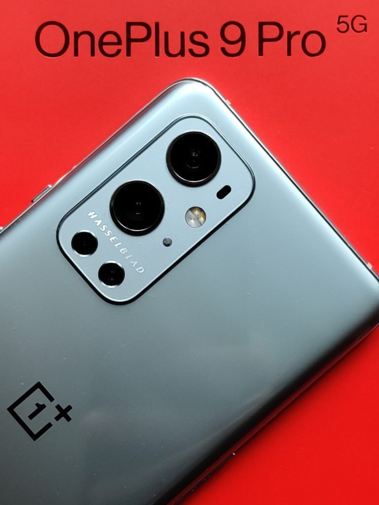 wyspa aparatów na pudełku OnePlus 9 Pro